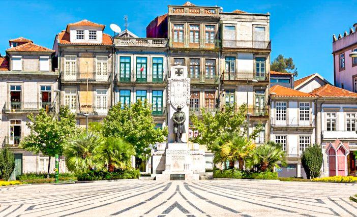 Plaza Carlos Aberto en el barrio de Cedofeita