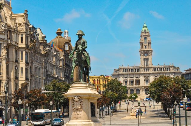 Avenida de los Aliados y Plaza de la Libertad, la zonas más céntrica donde dormir en Oporto