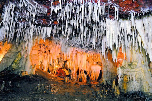 Interior de la Cueva del Soplao en Cantabria