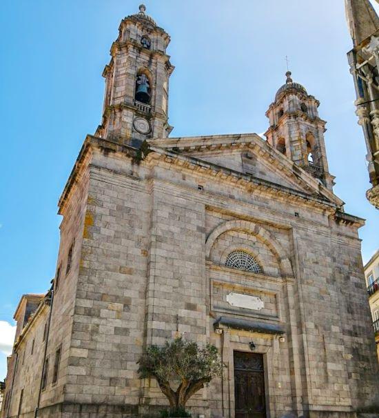 Fachada principal de la Concatedral de Santa María de Vigo