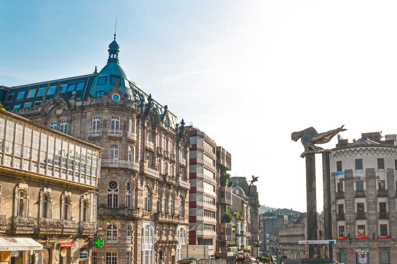 Porta do Sol y escultura del Sireno, dos de los iconos que ver en Vigo en 1 o 2 días