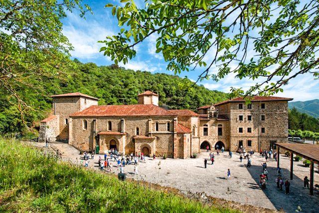 Monasterio de Santo Toribio, el lugar de peregrinación más importante que ver en Cantabria