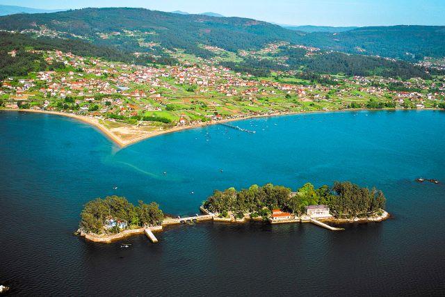 Panorámica aérea de la isla de San Simón