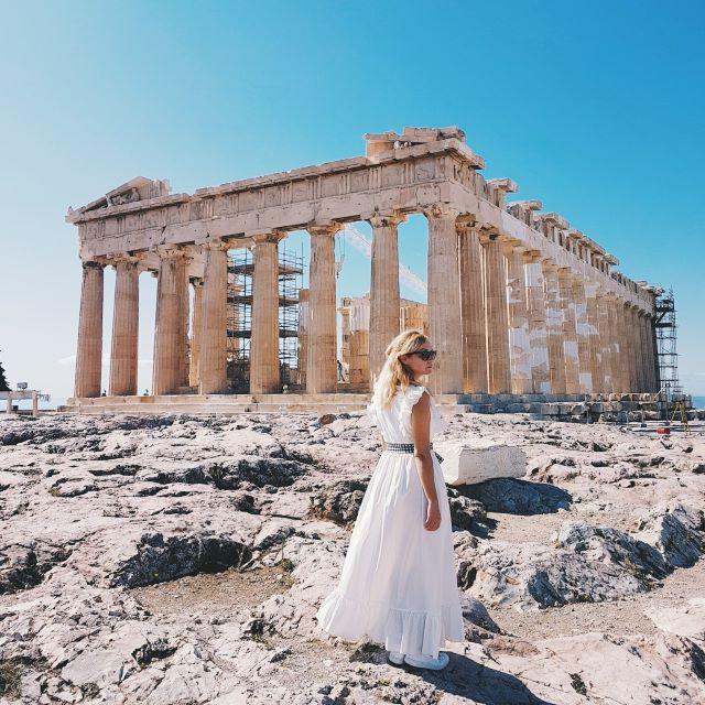 Servidora disfrutando del Partenón sin gente, la mejor cosa que hacer en Atenas