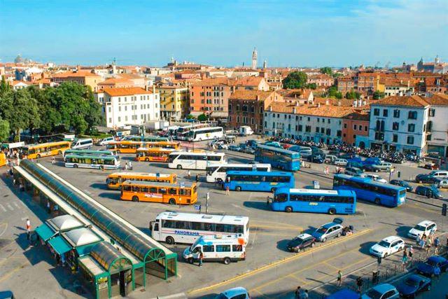 Cómo llegar desde el aeropuerto a Venecia por vía terrestre: estación de autobuses en Piazzale Roma