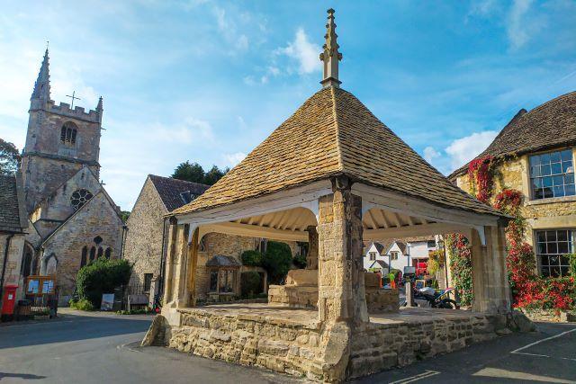 Plaza principal de Castle Combe, el pueblo más bonito de los Cotswolds