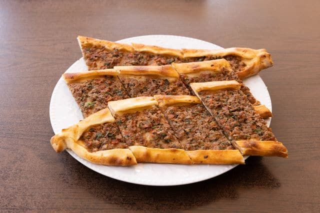 Pide, otro de los platos tipicos que comer en Estambul